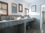 IB012 Master bathroom